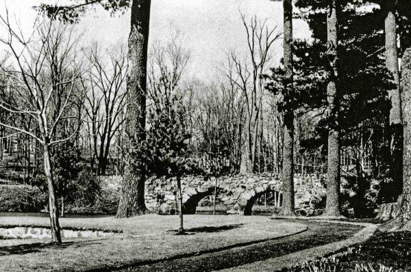 Pont de pierre du Lac du moulin