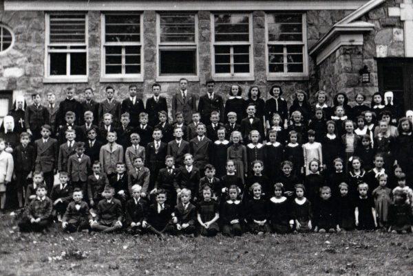 Classe d'écoliers à l'école du village en 1946